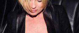Las lolas de Kate Moss… Caídas?