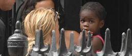 Madonna y su hija Mercy se reunen en Londres (primeras imágenes)