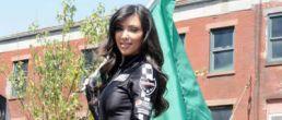 Kim Kardashian de sexy chica bandera