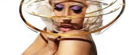 Lady GaGa desnuda y con sombrero orbital!?