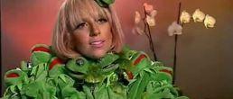 Video: Lady GaGa y su traje de la Rana René