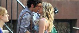 Hilary Duff en tremendos besos para Gossip Girl