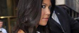 Kourtney Kardashian embarazada y mostrando pancita