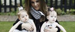 Foto de Lisa Marie Presley y sus gemelas de un añito