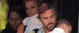 Una familia feliz: Britney, sus hijos y su nuevo novio en Australia