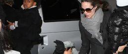 Brad Pitt y Angelina Jolie llevando a sus hijos al teatro!