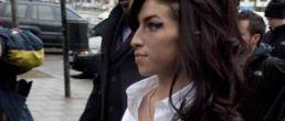 Siliconas de Amy la llevaron al hospital