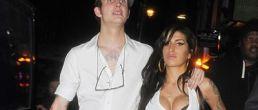 Amy Winehouse, sus siliconas y su ex esposo siguen juntos!