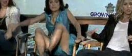 Video de Salma Hayek aterrada por una serpiente ¡Y no estaba actuando!