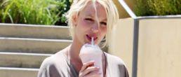 Britney con un nuevo tatuaje y upskirt!