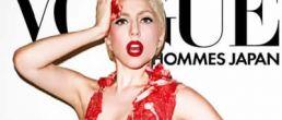 Lady Gaga posa semi desnuda y cubierta en carne