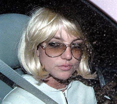 Britney con peluca