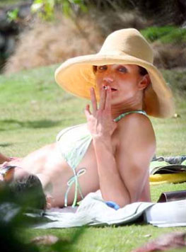 Cameron Diaz fumando porrito