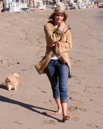 Mischa Barton en la playa