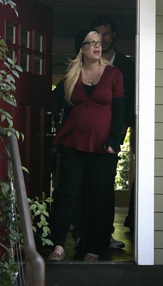 Tori Spelling dara a luz