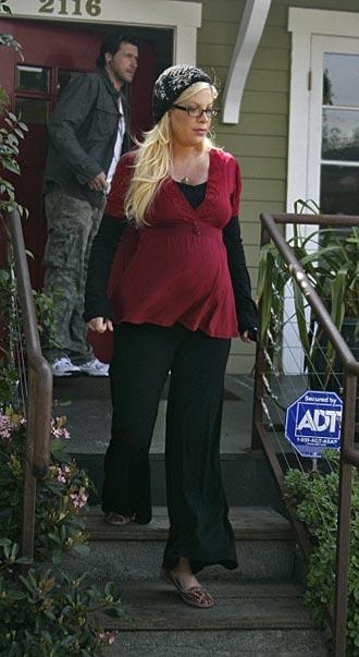 Tori Spelling super embarazada