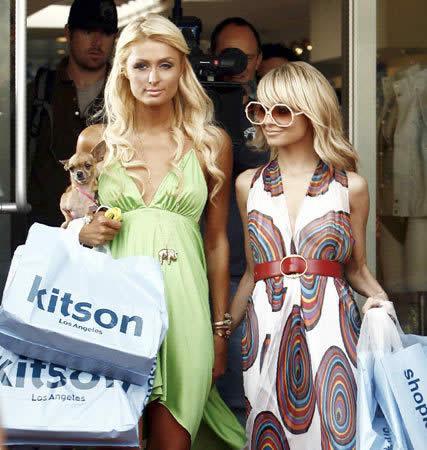 Paris Hilton mostrando con Nicole Richie
