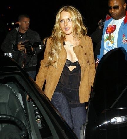 Lindsay Lohan mostrando brassier