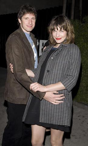 Milla Jovovich está embarazada