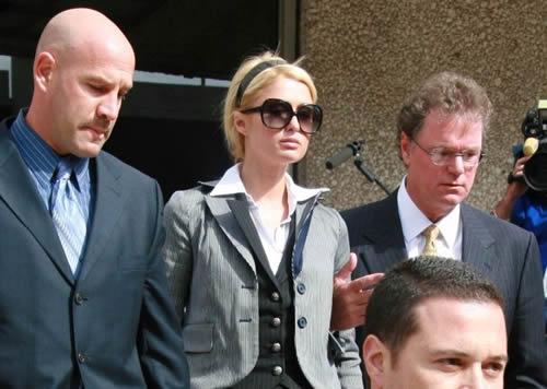 Paris Hilton en la corte