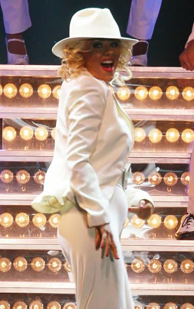 Christina Aguilera mostró su pancita 1