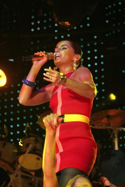 Nelly Furtado comprometida 2