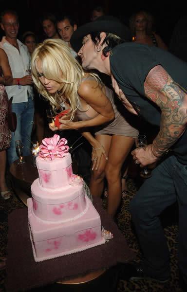 Pamela Anderson celebró 40 años 4