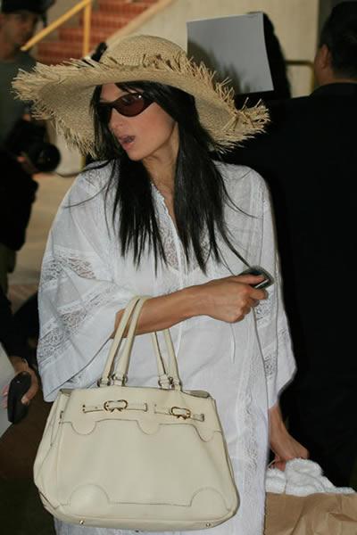 Paris Hilton llegó a Hawai 4