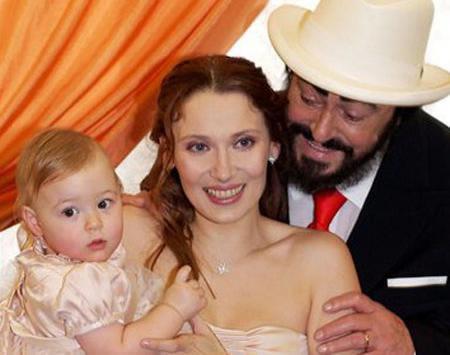 Pavarotti deja sin herencia a su esposa