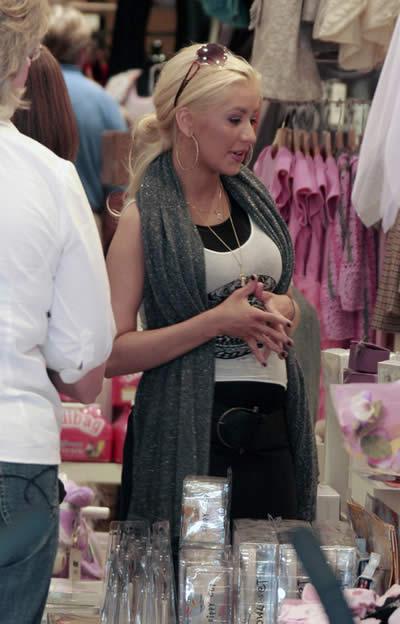 Christina Aguilera de compras bebé 2