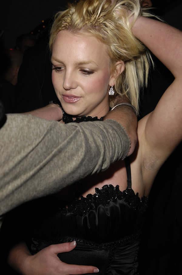 Britney axila peluda