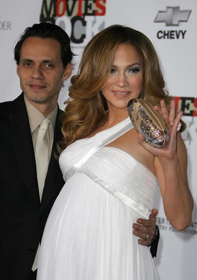 Jennifer Lopez lució su embarazo