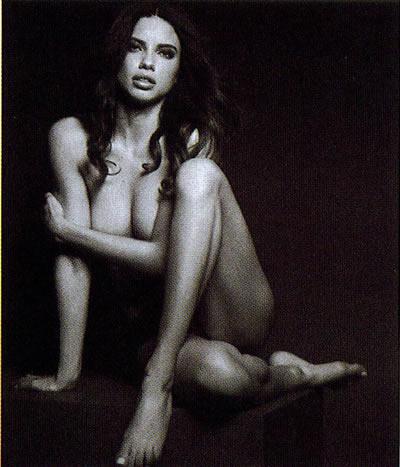 Adriana Lima semi desnuda
