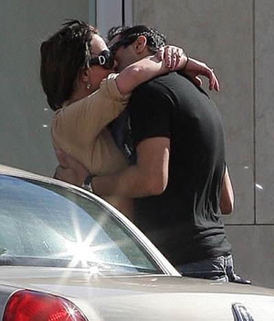 Britney besando a su paparazzi 2