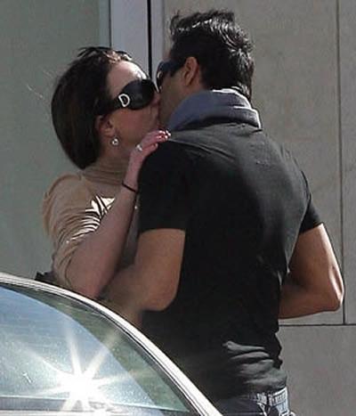 Britney besando a su paparazzi 3