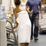 Britney paseando en toalla 2