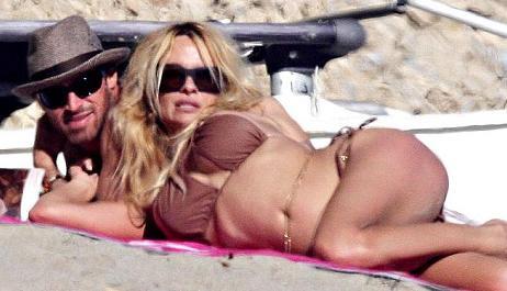 pam_anderson_bikini_4