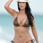 kim_kardashian_jugando_bikini_2
