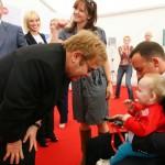 Elton Jhon bebe ucraniano y David Furnish