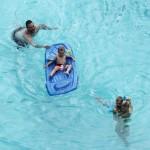 kevin_federline_gordo_piscina