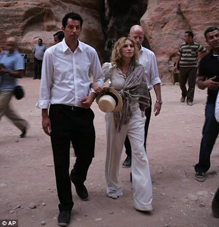 madonna_visita_ruinas_jordania_2