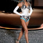 victoria_secret_fashion_show_2009_alessandra_ambrosio_2