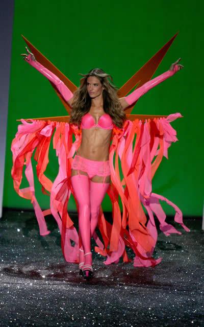 victoria_secret_fashion_show_2009_alessandra_ambrosio_5