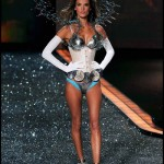 victoria_secret_fashion_show_2009_alessandra_ambrosio_8