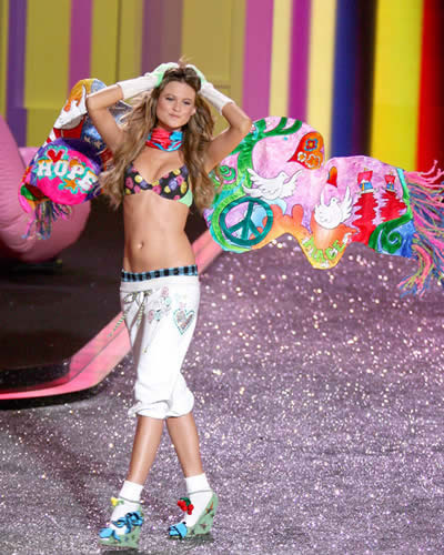 victoria_secret_fashion_show_2009_behati_prinsloo