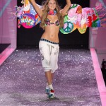 victoria_secret_fashion_show_2009_behati_prinsloo_2