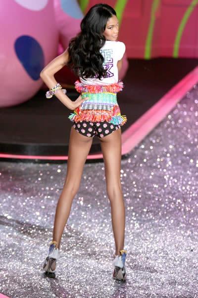 victoria_secret_fashion_show_2009_chanel_iman