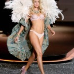 victoria_secret_fashion_show_2009_doutzen_kroes