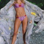 victoria_secret_fashion_show_2009_doutzen_kroes_4