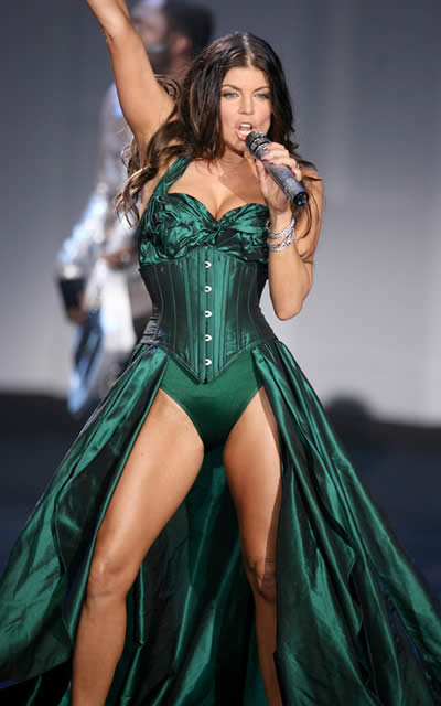 victoria_secret_fashion_show_2009_fergie_4